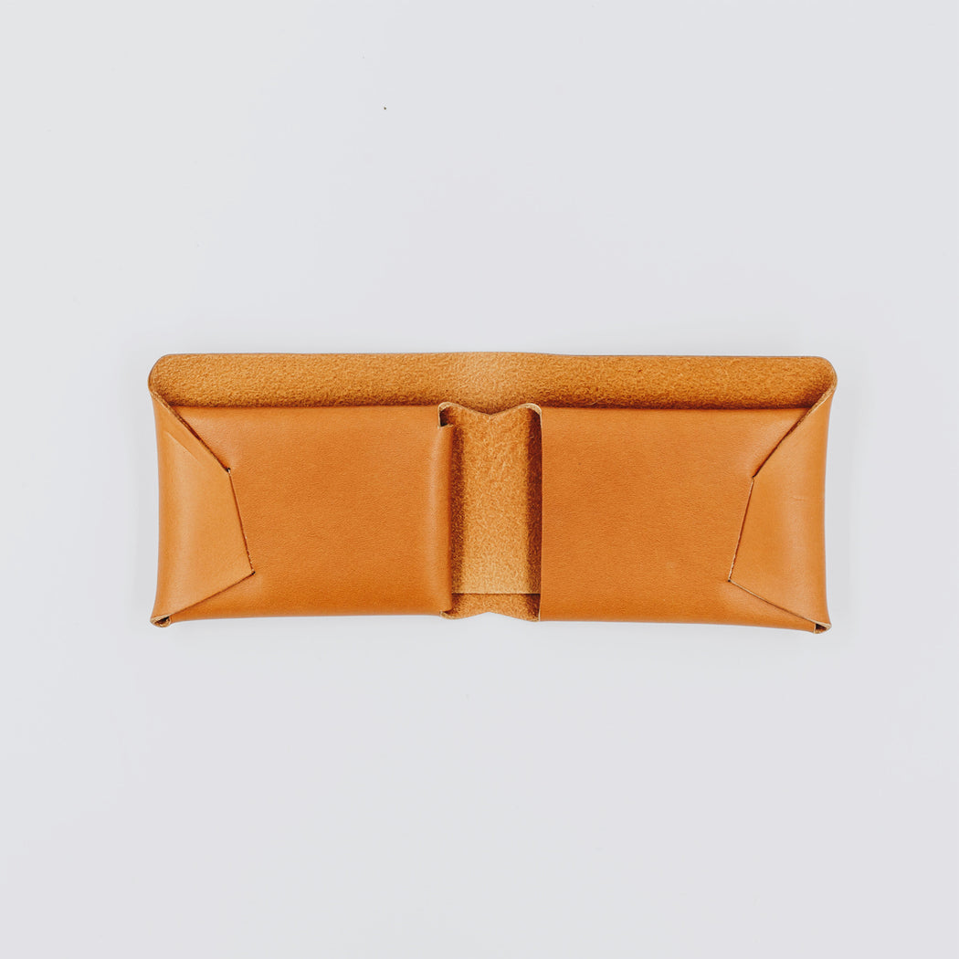 Stitchless leather wallet