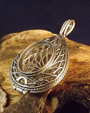 Stunning Silver Open Work Locket to fit 18x13 cabochon