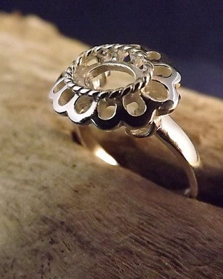 Silver Frill Ring To Fit 8x6 Cabochon