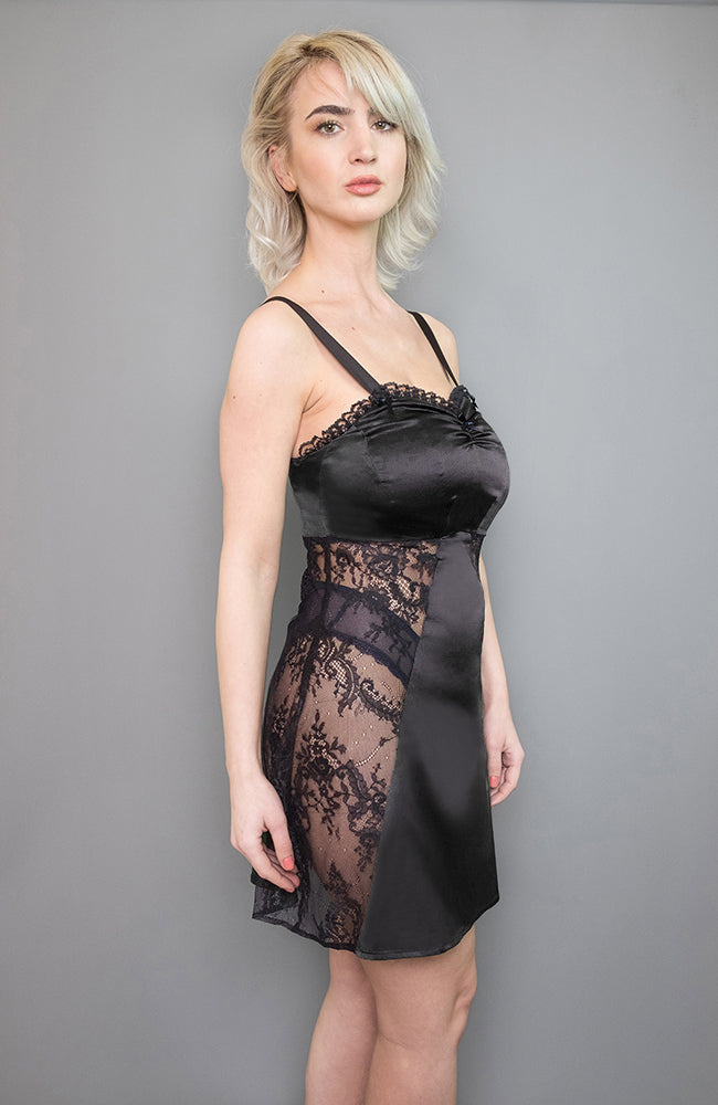 Sarah Chemise in black made of silk satin and lace