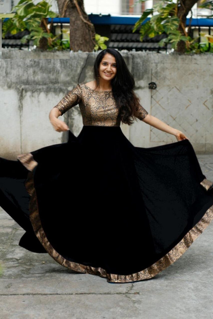 Black Color Heavy Georgette With Full Inner Attached Full Stitichded