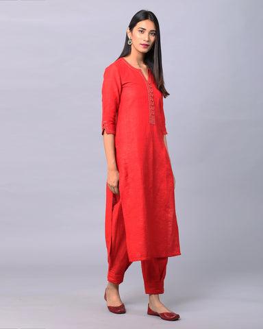 RED COTTON HANDLOOM KURTA WITH ZARI DETAILING & BOX PLEAT PANTS SET OF 2