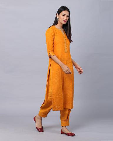 MUSTARD YELLOW COTTON HANDLOOM KURTA WITH ZARI DETAILING & BOX PLEAT PANTS