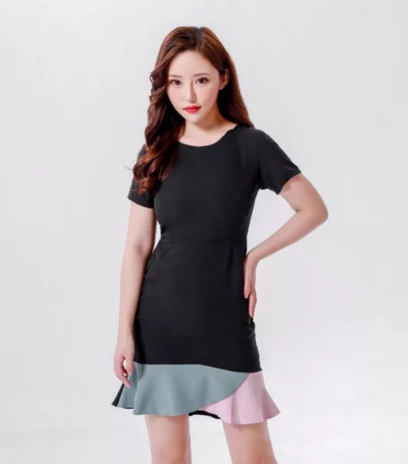 Color block mini dress with ruffled hem