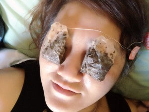 Tea bags over eyes for skin health