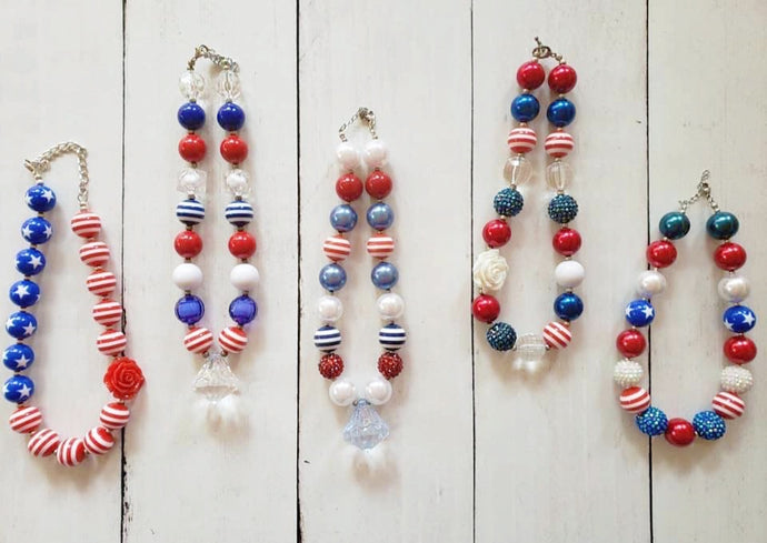 {CHUNKY NECKLACE} Traditional Red White And Blue with Rose (#4)