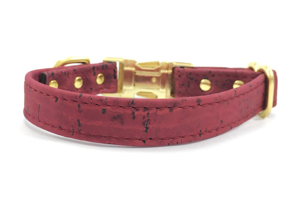 Unique dog collar in burgundy vegan cork leather with gold coloured brass hardware