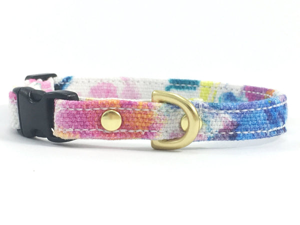 Pink floral miniature dog collar in cotton fabric suitable for little dogs, such as miniature dachshunds, chihuahuas and Maltese