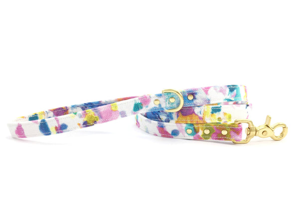 Flower print dog lead/leash in luxury cotton with solid brass trigger snap hook, made in the UK by Noggins & Binkles