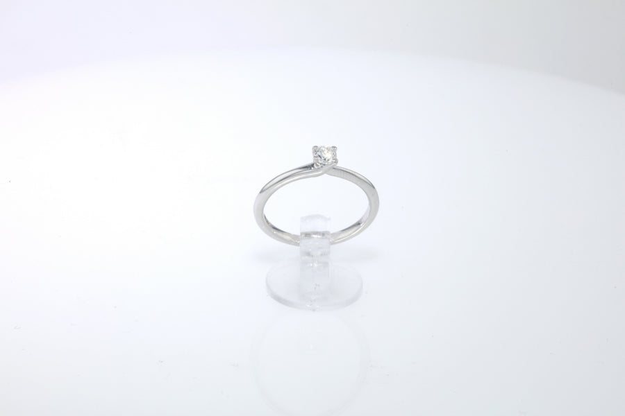 18 ct white gold engagment ring
