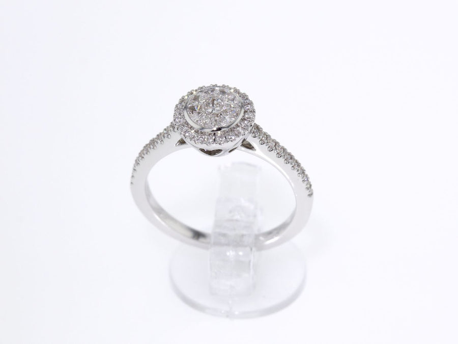 18 ct white gold Engagement ring with a round cut brilliant diamond