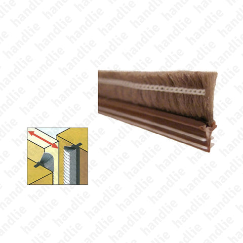 PEL.20 - Brush strip seal with hard profile