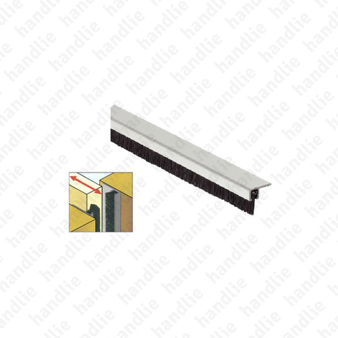 PEL.25 - Brush strip seal with aluminium profile