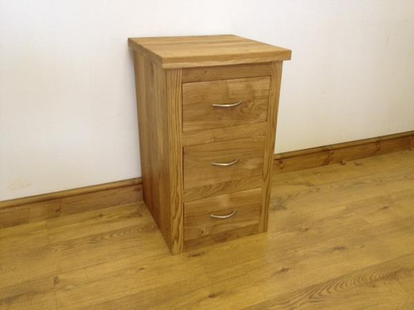 The Quercus Oak Bedside Unit