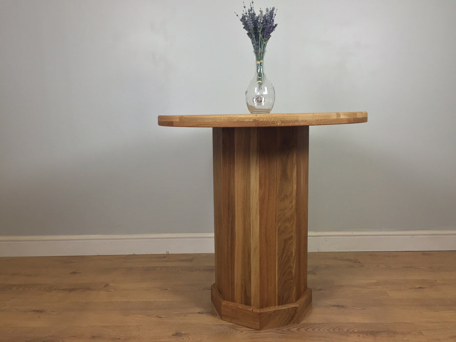 The Quercus Oak Round Table