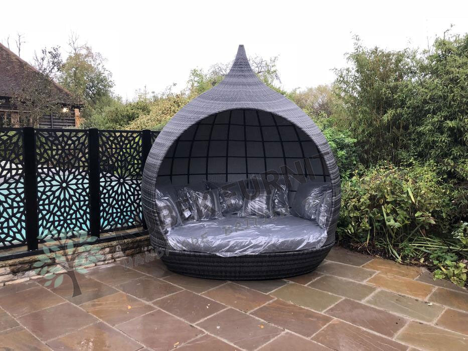 Pearl Day Bed plus FREE cover