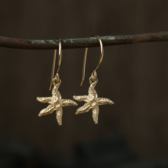 Tiny starfish hooks - gold