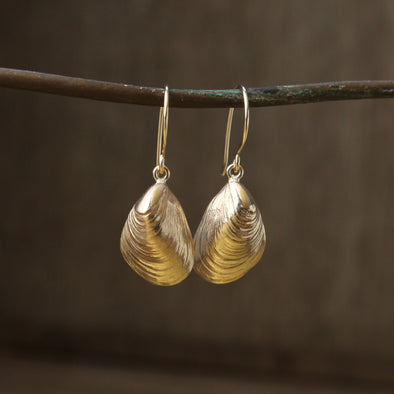 Agnes mussel hooks - gold