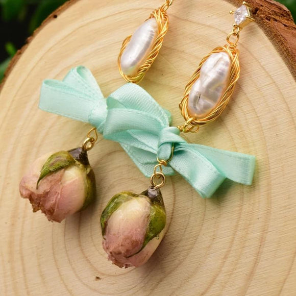 Floret Pearl Earrings
