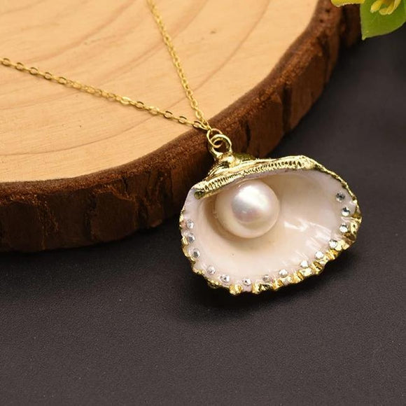 Bright Pearl Necklace