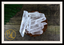 Load image into Gallery viewer, CLEAR QUARTZ POINTS Gemstone 3 Piece Set Healing Clear Quartz Crystals Intention Lithiotherapy