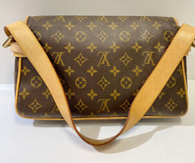Load image into Gallery viewer, AUTHENTIC Louis Vuitton Hudson Monogram PM PREOWNED (WBA287)