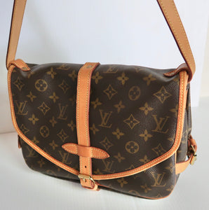 AUTHENTIC Louis Vuitton Saumur 30 Monogram Crossbody PREOWNED (WBA157)