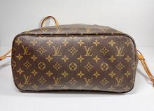 Load image into Gallery viewer, AUTHENTIC Louis Vuitton Neverfull Monogram MM PREOWNED (WBA338)