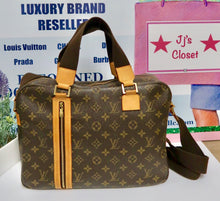 Load image into Gallery viewer, AUTHENTIC Louis Vuitton Monogram Sac Bosphore MM PREOWNED