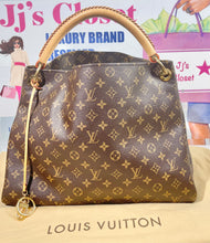 Load image into Gallery viewer, AUTHENTIC Louis Vuitton Monogram Artsy MM PREOWNED (WBA355)