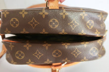 Load image into Gallery viewer, AUTHENTIC Louis Vuitton Saumur 30 Monogram Crossbody PREOWNED (WBA157)