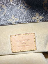 Load image into Gallery viewer, AUTHENTIC Louis Vuitton Artsy Monogram MM PREOWNED (WBA375)