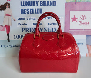 AUTHENTIC Louis Vuitton Montana Red Vernis Preowned (WBA069)