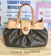 Load image into Gallery viewer, AUTHENTIC Louis Vuitton Boetie PM Preowned (WBA213)