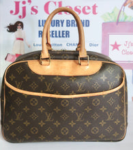 Load image into Gallery viewer, AUTHENTIC Louis Vuitton Deauville PREOWNED (WBA132)