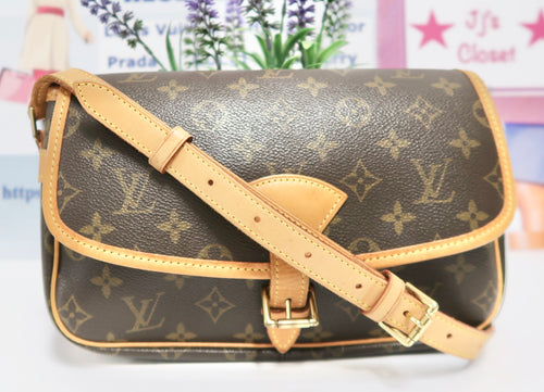 AUTHENTIC Louis Vuitton Sologne Monogram Crossbody PREOWNED (WBA247)