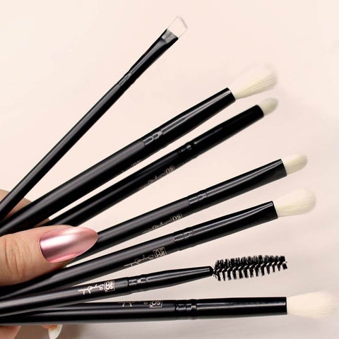 products/brushes-eye-collection-lifestyle.jpg
