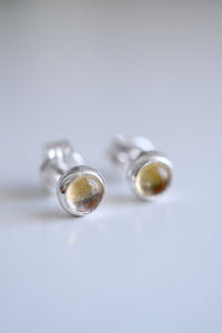 Agate geode studs. Sterling silver earrings with natural Agate geode. REF.03