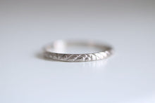 Antique ring. 18kt white gold ring with flowers pattern. 2mm. Made to Order.