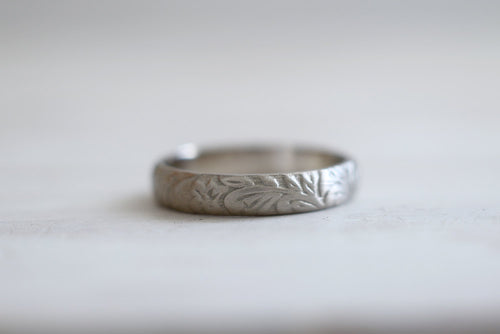 Antique ring. 18kt white gold ring with flowers pattern. 4mm. Made to Order.
