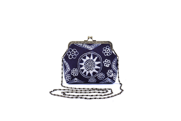 Hemp Coin Purse with Iron and Zinc Alloy Handle Frame and Hand-drawn Bee wax Brocade Pattern