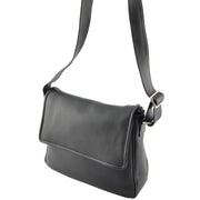 Giordano Terry black leather shoulder bag.