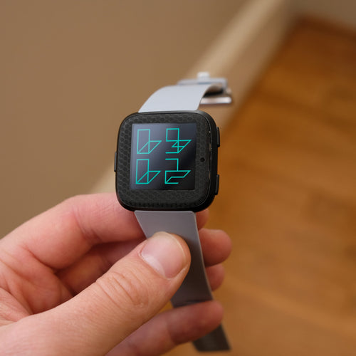 Fitbit-Versa-Black-Hex-1