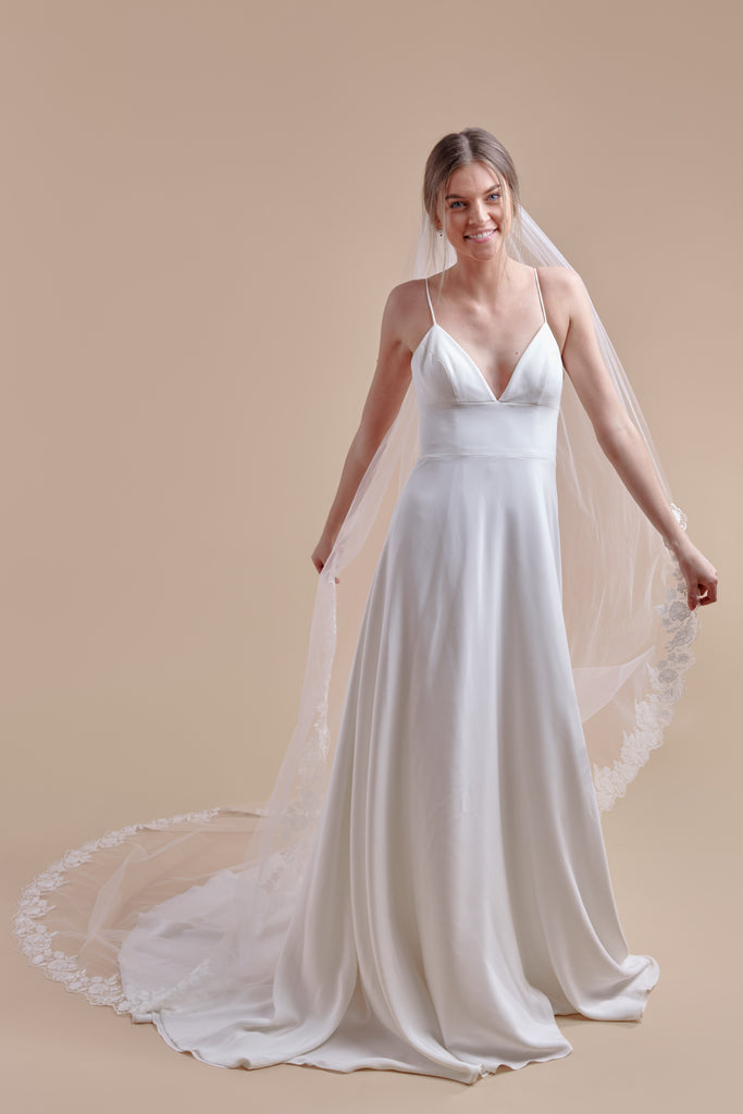 Oopsie Daisy Wedding Veil - single tier, cathedral