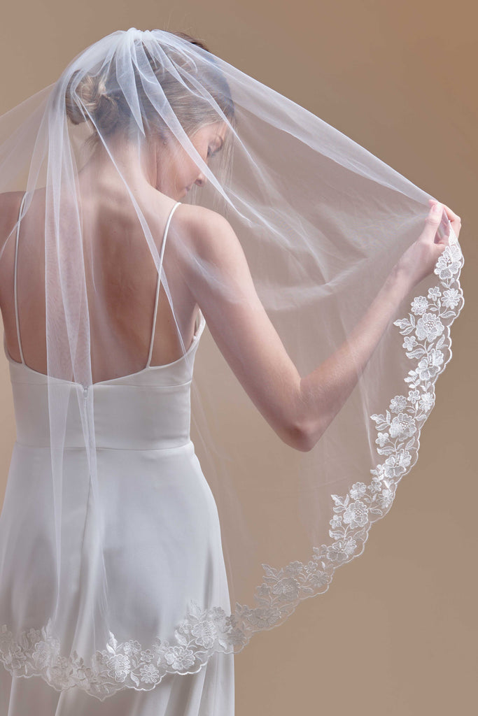 Oopsie Daisy Wedding Veil - single tier, fingertip