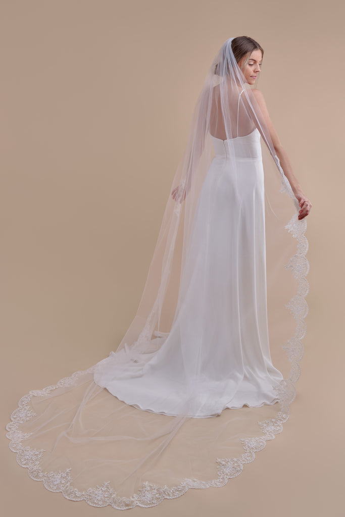 Simply Scalloped Wedding Veil - single tier, cathedral
