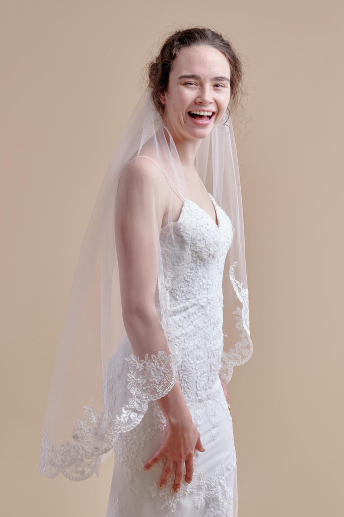 Simply Scalloped Wedding Veil - single tier, fingertip