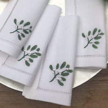 Mistletoe cocktail napkins set