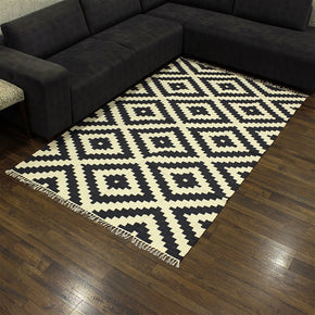 Craftter 2X3 Feet Handmade Geometric Design Black and White Color Cotton Area Rugs Cotton Dari Carpet