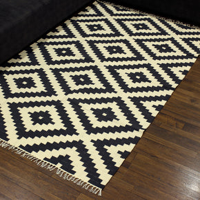 Craftter 5X8 Feet Handmade Geometric Design Black and White Color Cotton Area Rugs Cotton Dari Carpet